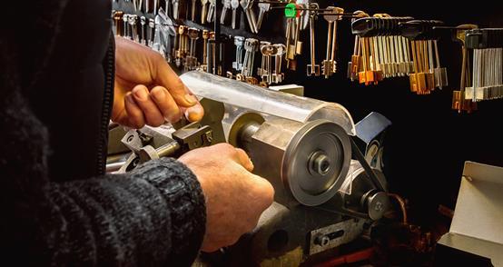 key cutting auto locksmith